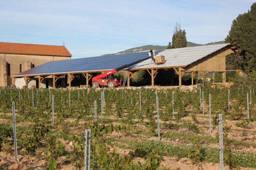 Hangar photovoltaïque au Domaine viticole de La Castille